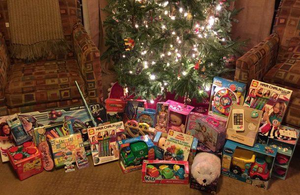 preschool-christmas-giving